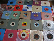 UNSEARCHED COLLECTION OF 25 RECORDS (45 RPM) WITH SLEEVES      LOT M