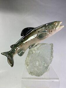 Truite en céramique polychrome RAYMOND GANGLOFF Ca. 1950 base cristal d'origine