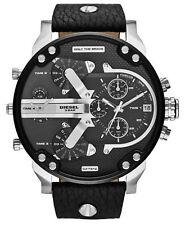 Runde Armbanduhren aus Kunstleder und Edelstahl mit 12-Stunden-Zifferblatt