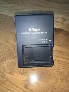 Genuine NIKON MH -24 Battery Charger D3100 D5200 D5300 - Light Use Uk Plug