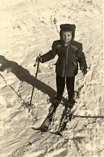 Enfant à ski sport d'hiver neige -  photo ancienne an. 1950