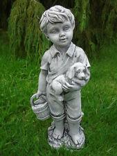 statue d un garçon et son chien en pierre patinée , superbe !