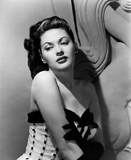 Yvonne De Carlo Unsigned 8x10 Photo (4)