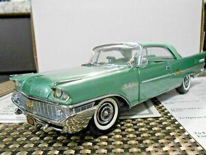 "Danbury Mint 1:24 1958 Chrysler New Yorker Hardtop ""Spring & Cypress Green"""