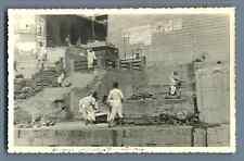 India, Benares, Toilette d'un corps avant l'incinération   Vintage sil