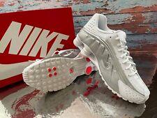 Nike Shox R4 Men's Size 8.5  Sneakers Shoes White Metallic Silver 104265-131