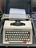 Maquina de escribir Guillamet T 300 De Luxe con maletín de transporte