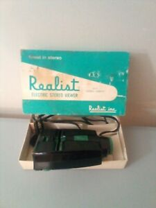 Realist Electric Stereo Viewer, Model 2062, Green Button