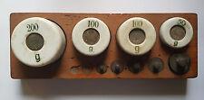 alter Porzellangewichte 4 Porzellan Gewichten + 5 Messing Gewichte Holzbrett MZ6