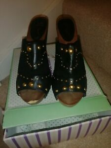 LADIES BARRATTS - PEEP TOE STUDDED CLOG FORBES   SHOES - SIZE 9