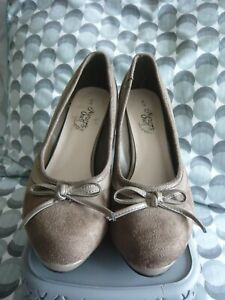 NEW......Natures Own  Mink Suede Feel Shoes Size 6  Cost £28