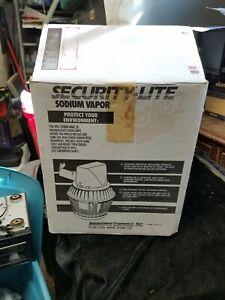 ICI Model 115-2000 Security-Lite Sodium Vapor Series 2 Security Light New in Box