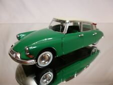 RIO 1:43 - CITROEN DS 19 BERLINA  - GREEN + WHITE ROOF - VERY GOOD CONDITION.