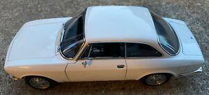 Nice! AutoArt 1/18 ALFA ROMEO 1750 GTV DIECAST MODEL TOY CAR WHITE 1:18