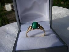 VINTAGE 9CT GOLD RING SET WITH A MALACHITE STONE EXCELLENT CONDITION