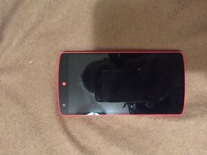 Nexus 5 D820 - 16GB - Red (Unlocked) Used in Very good condition