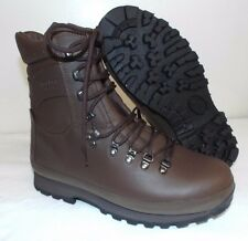 ALTBERG BROWN LEATHER COMBAT DEFENDER BOOTS - Size: 8 Wide , British Army UNUSED