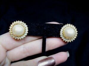 "3/4"" faux pearl circle + white rhinestone trimmed stud earrings floral design"