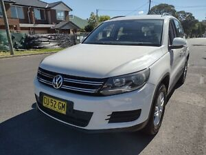 ONLY 124,000 KM - Volkswagen Tiguan 2011 Automatic 4x4