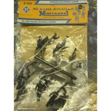 ** Minitanks 265  Parading Soldiers USSR 1:87 HO Scale