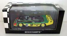 Voitures des 24 Heures du Mans miniatures verte sous boîte fermée