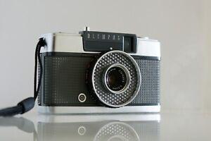 Olympus Pen EE 28mm/f3.5 Half Frame Camera (Near Mint)
