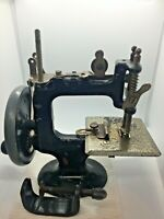 ANTIQUE TOY MODEL PETER PAN SEWING MACHINE HAND CRANK WITH CLAMP 1940s