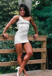 PRETTY WOMAN 80's 90's FOUND PHOTO Color MUSCLE GIRL Original EN 18 13 W