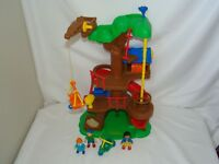B18 Caillou Treehouse fort playset w/ 3 Poseable figures & trike- 2002 Irwin toy