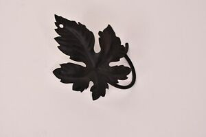 Black Metal Maple Leaf Wall Hanger with Hole for Nail/Screw