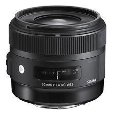 Sigma 30mm F/1.4 DC HSM Art Lens for Pentax – Includes Bonus 32gb SanDisk SD