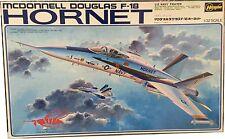 Hasegawa Mcdonnell Douglas F-18 Hornet Model Kit Scale 1/32. Nuevo