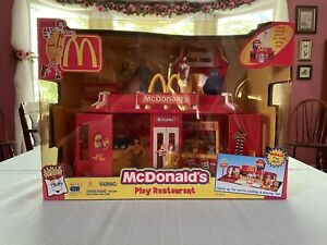 McDonalds Play Place Drive Thru Restaurant Playset with Figures Vintage 2003