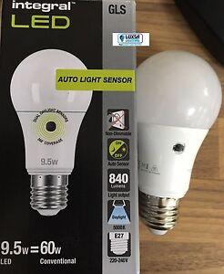 Integral LED Auto Light Sensor 9.5W = 60W ES E27 Daylight 5000K DAWN TO DUSK