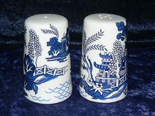 Blue willow pattern bone china cruet set. Salt & pepper -willow pattern allround