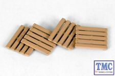 E99615 OO/HO Gauge Wooden Pallets Exclusive First Edition (EFE)
