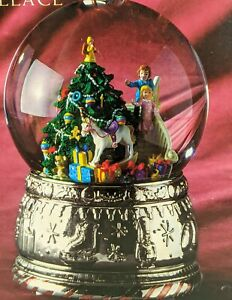 NEW  WALLACE SILVERSMITHS MUSICAL WATERGLOBE CHRISTMAS MORNING