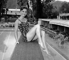 Debbie Reynolds UNSIGNED photo - P1853 - SEXY!!!!!