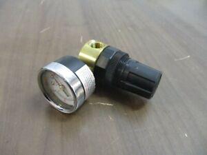 Parker Pressure Regulator w/ Guage R364-02AG Range: 0-25 PSI 300 PSIG Inlet Max