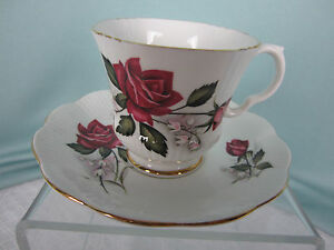 Royal Imperial Tea Cup and Saucer C&S Finest Bone China Deep Red Roses England