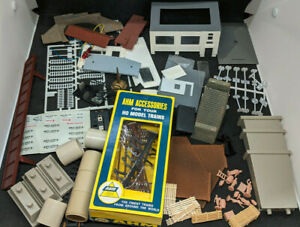 HO SCALE GOODIES: PEOPLE, SIGNS, poles, Decals, Parts ETC. Mixed Lot. VINTAGE