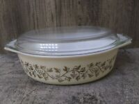 Pyrex Gold Grape Leaf 2.5 Qt Covered Casserole Baking Dish Handles Dome Lid