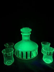 Green uranium glass decanter with 4 glasses