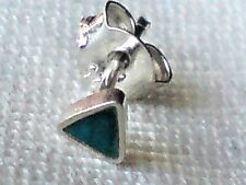 SINGLE STERLING SILVER & GREEN ONYX SMALL TRIANGULAR  3mm STUD EARRING £3.50 NWT