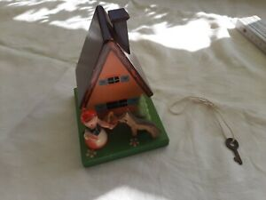 DDR Spardose m. Schloß und Schlüssel Haus Märchen Rotkäppchen Wolf Spielzeug