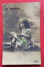 CPA. St NICOLAS. Petite Fille. Métier à tapisser. Tapisserie. 1911?