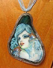 Original SHELL en Verde Plata pintado a mano Bonito SIRENITA colgante IZOTOV