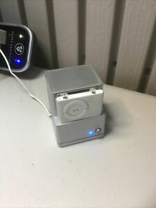 Apple iPod Shuffle 2nd generation 1GB Silver Model Number: A1204EMC