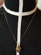 vergoldete Medaillion und kette fein zisiliert mit stein  .