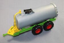 Siku 2252 Vakuum Faßwagen silber / grün Farmer-Serie Maßstab 1/32